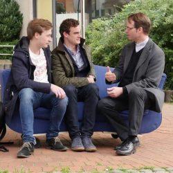 Auf dem blauen Sofa mit Pfarrer Süß